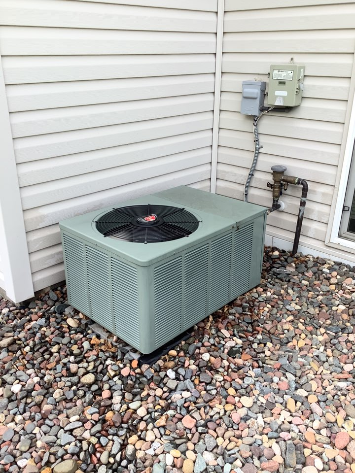 Hanover, MN - Ac tune up. Air conditioner precision tune up on a rheem ac