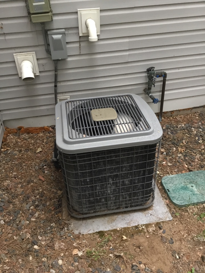 Elk River, MN - No cooling call. Found wires burnt through from loose connection and replaced
