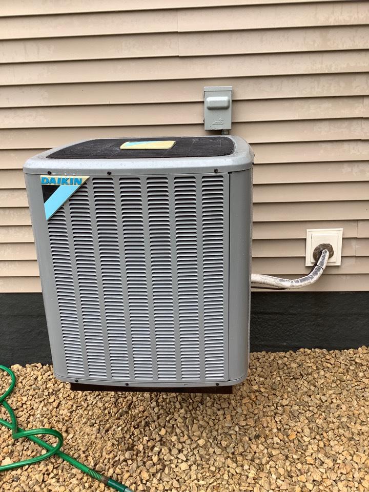 Buffalo, MN - Ac tuneup. Air conditioner precision tune up on a Daikin ac