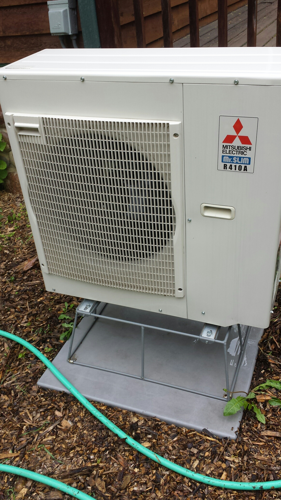 Minnetrista, MN - Air conditioning maintenance tune up and cleaning on a Mitsubishi mini split ductless system