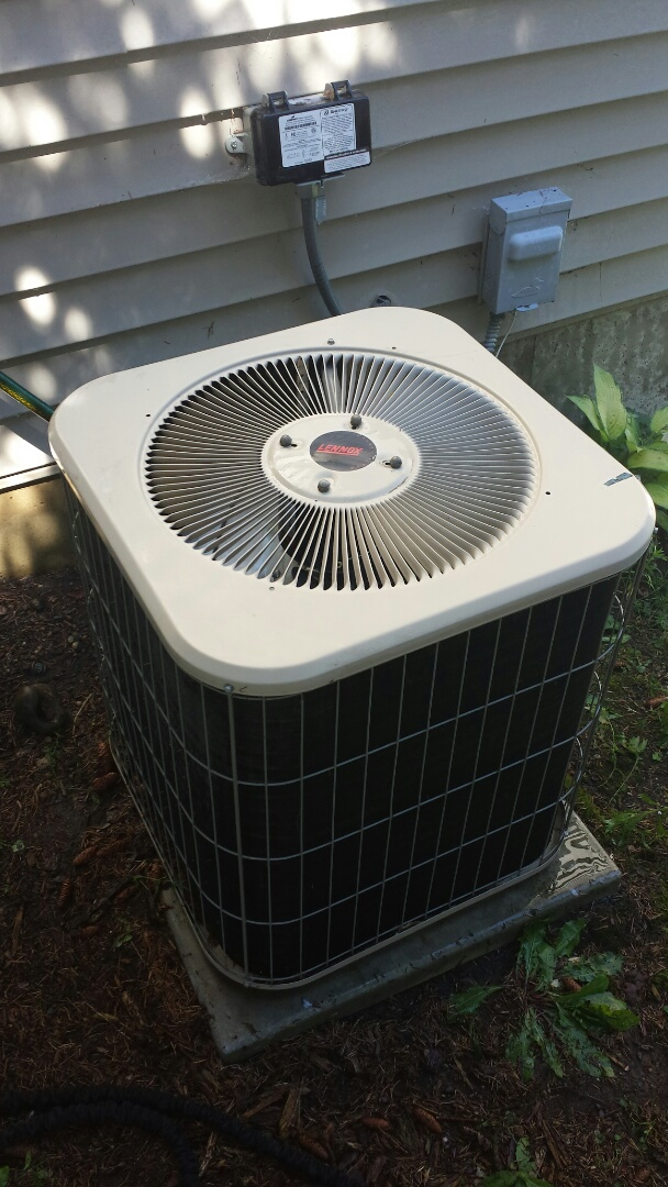 Independence, MN - Air conditioning maintenance tune up and cleaning on a Bryant air conditioner