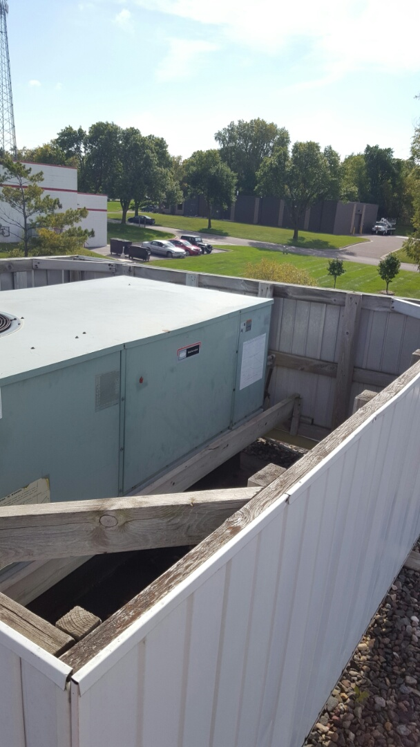 Medina, MN - Commercial maintenance. Performed a cleaning and tune up on two Carrier RTU'S.