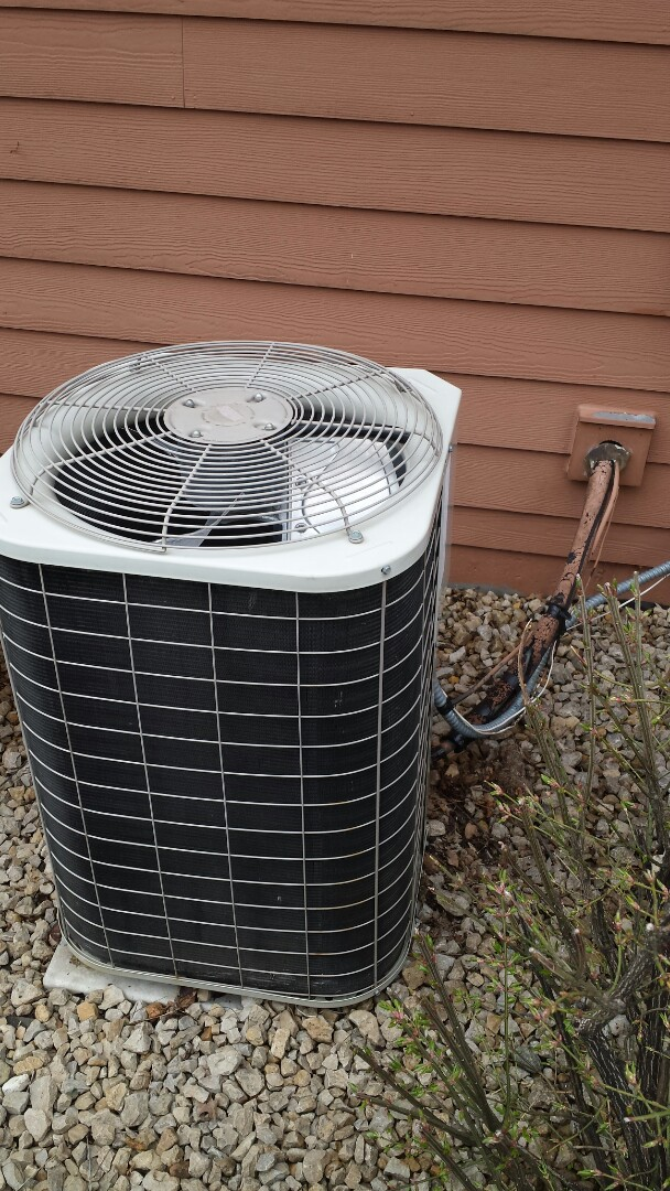 Loretto, MN - Bryant ac tune up and clean. Media filter change. Venmar air exchanger tune up