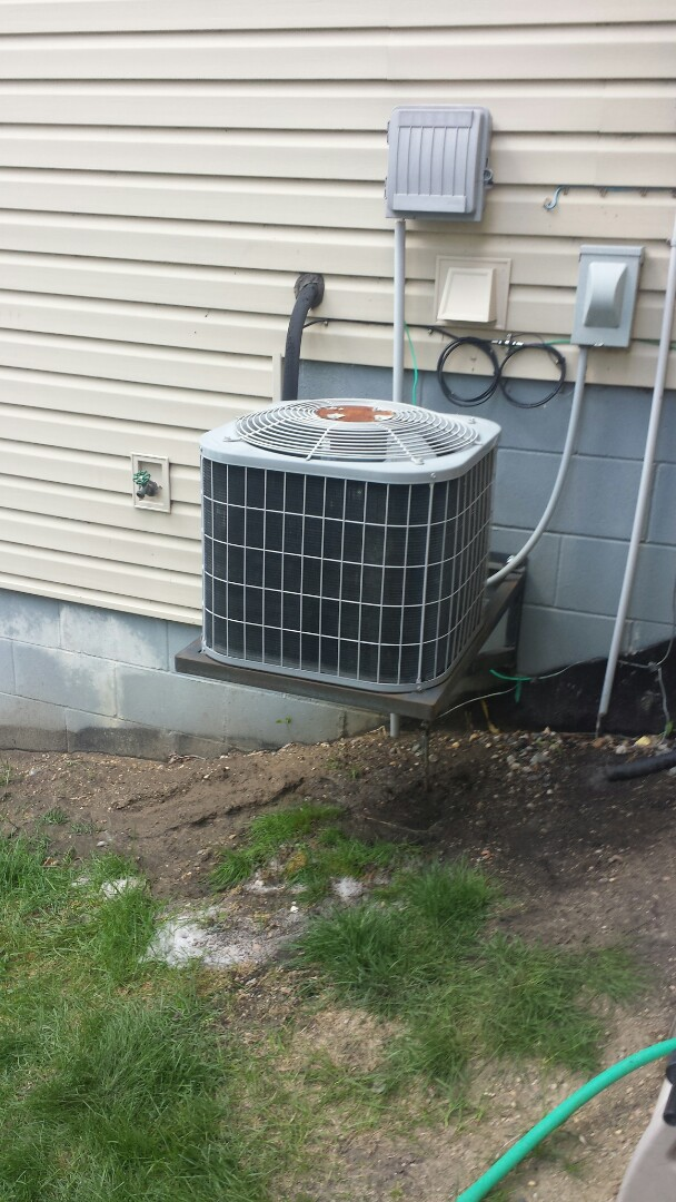 Watertown, MN - Air conditioner cleaning and tune up on a Carrier
