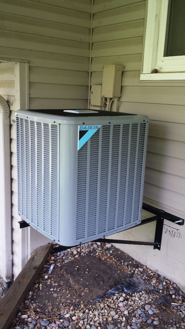 Eden Prairie, MN - Daikin cooling system start up and cleaning