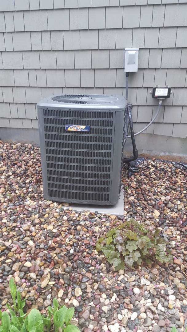 Minneapolis, MN - Air conditioner maintenance. Performed a cleaning and tune up on a Comfort Matters A.C.