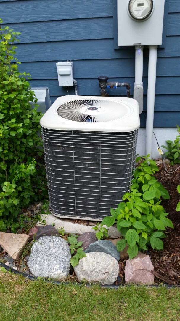 Albertville, MN - No cool call on Lennox A/C unit in Albertville. Found low on refrigerant and leaking system.