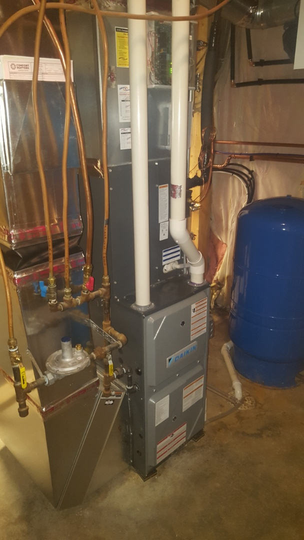 Loretto, MN - Air conditioning maintenance. Performed a start up on a Daikin air conditioner.