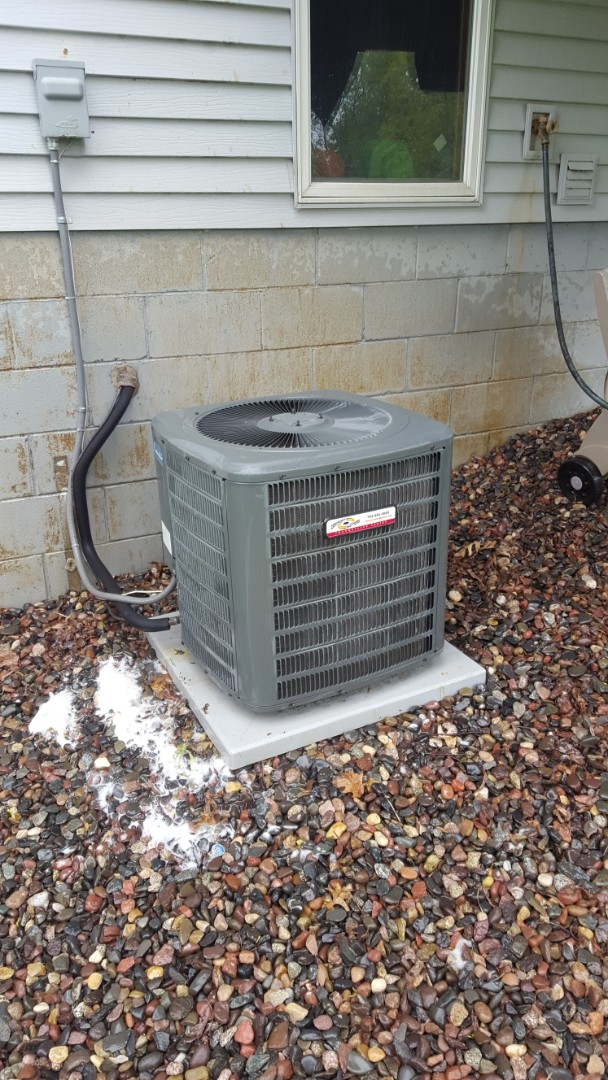 Minneapolis, MN - Air conditioner service. Installed a/c leak sealant and R410a refrigerant on  a Comfort Matters air conditioner.