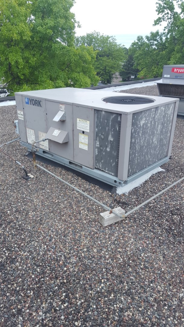 Plymouth, MN - Commercial air conditioner service. Diagnosed a mousey compressor on a York RTU.