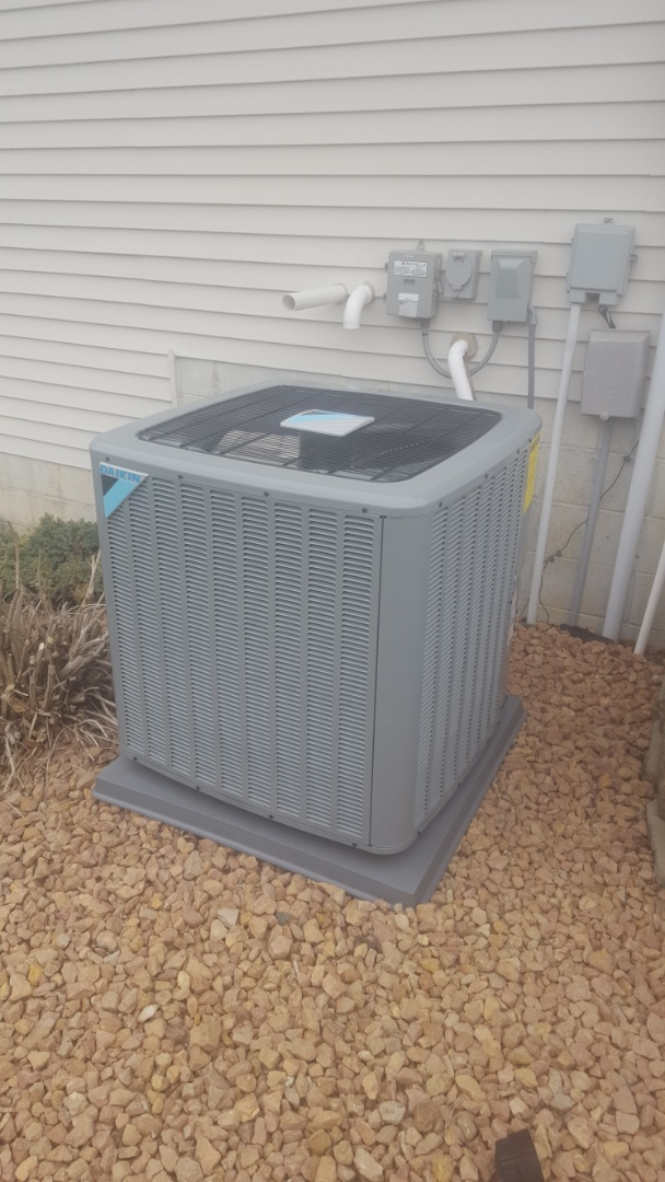 Minneapolis, MN - AC service. Diagnosed a refrigerant issue on a Daikin a/c.