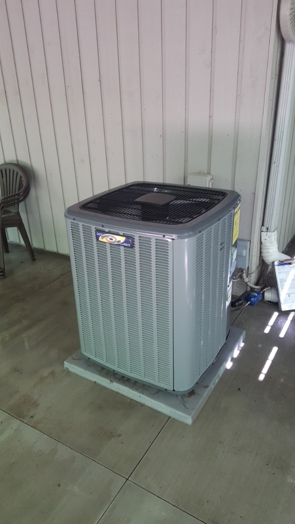 Maple Plain, MN - Air conditioning service. Installed a capacitor on a Comfort Matters air conditioner and performed a cleaning and tune up.