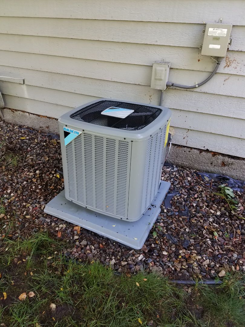 Minneapolis, MN - Daikin ac start up and cleaning