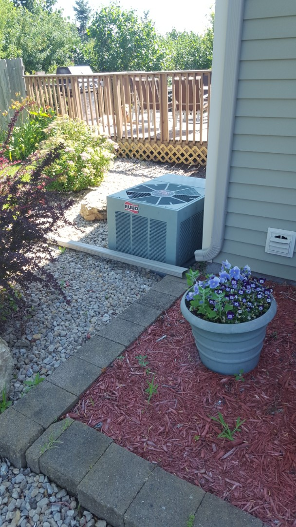 Big Lake, MN - AC service. Diagnosed a refrigerant charge issue on a Ruud air conditioner.