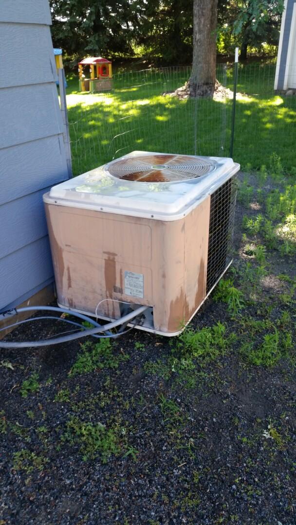 Albertville, MN - A/C maintenance on Amana unit in Albertville