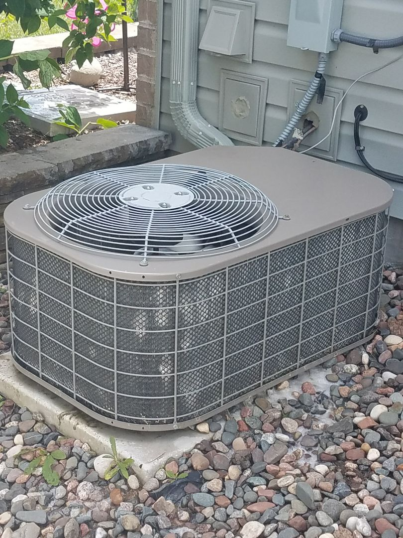 Fridley, MN - Air conditioner not cooling. Found faulty power supply. Fixed and got customer cool air