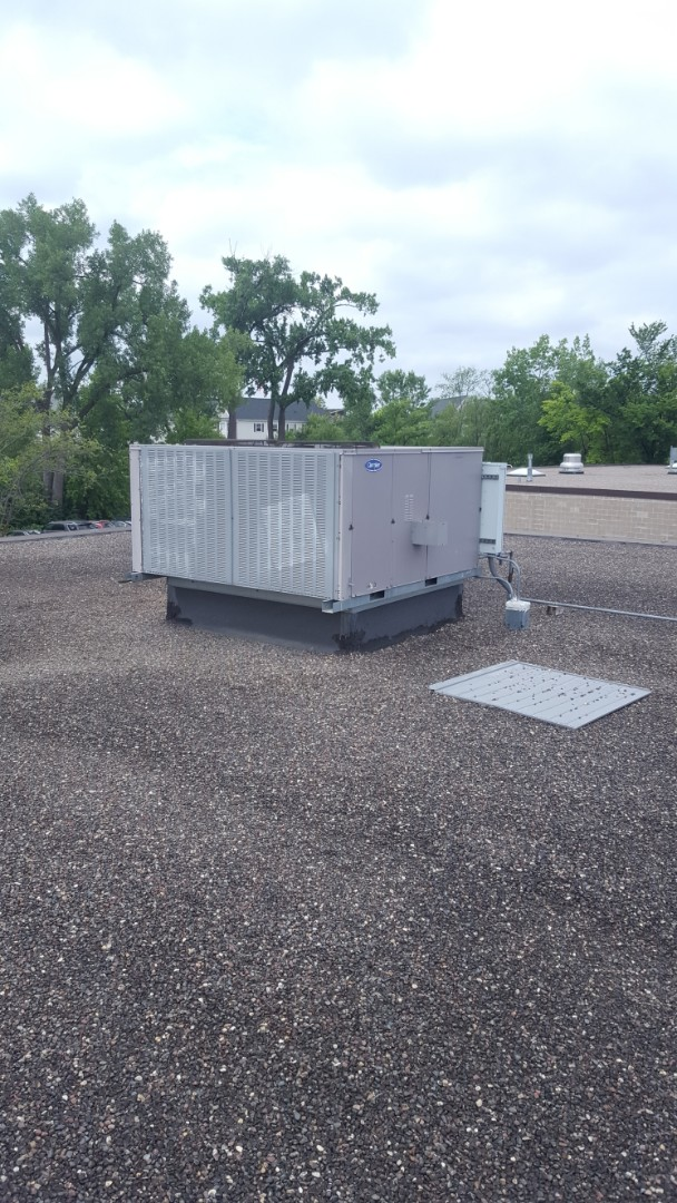 Golden Valley, MN - Commercial air conditioner service. Installed a low voltage fuse on a Carrier RTU.
