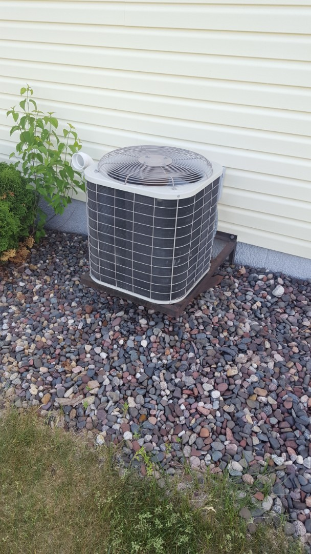 Osseo, MN - Air conditioner service. Installed a capacitor and contactor on a Bryant air conditioner and performed a cleaning and tune up.