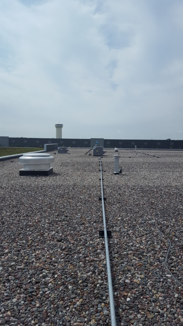 Otsego, MN - Air conditioning service. Performed repaired on a Honeywell economizer in a Carrier RTU.