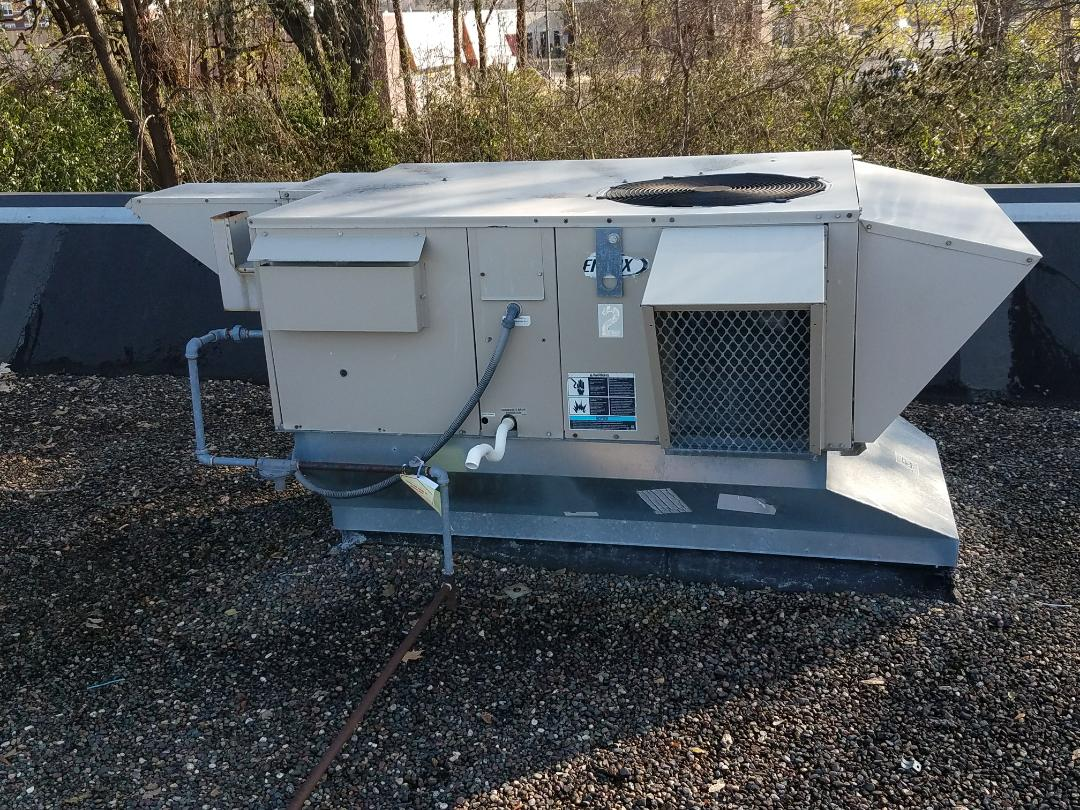 Minneapolis, MN - Replace commercial roof top unit filters in Coon Rapids