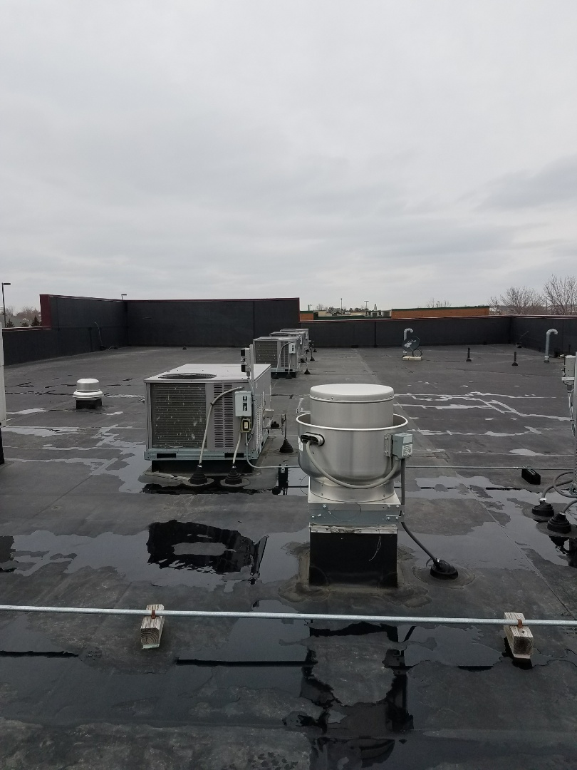 Albertville, MN - Commercial rooftop maintenance and cleaning on 9 rooftop units in Albertville