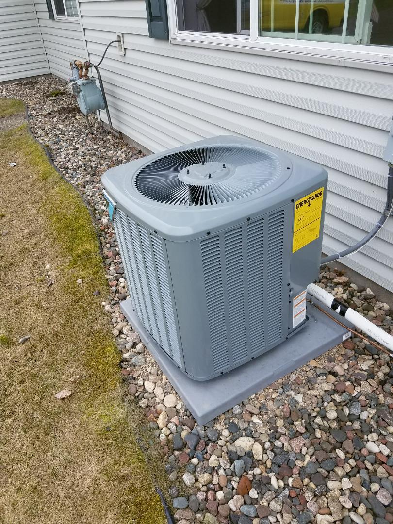 Albertville, MN - A/C start up on Daikin condensing unit in Albertville