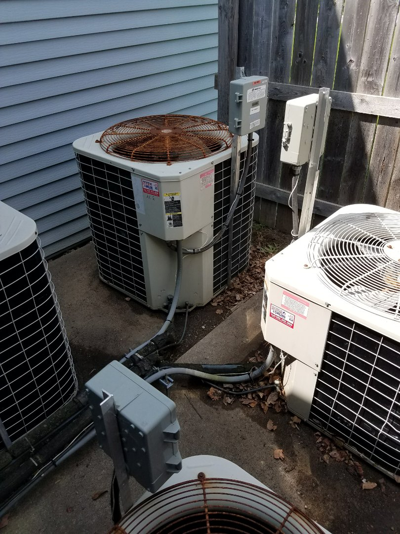 Independence, MN - A/C tune up and clean on 7 condensing units in Independence