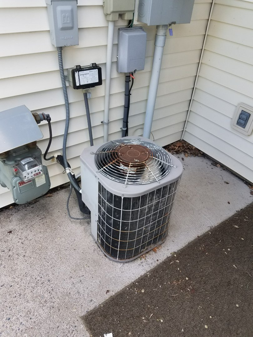 Maple Grove, MN - AC service. Diagnosed a Carrier air conditioner to be low on refrigerant.