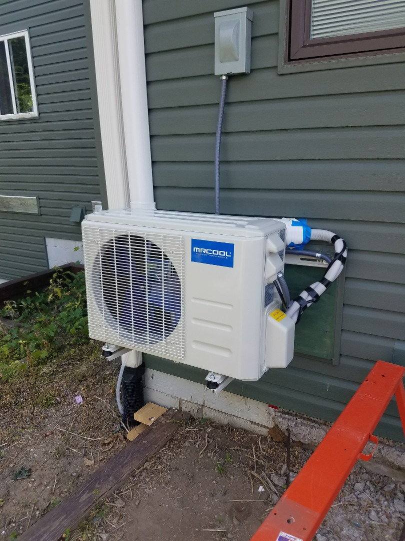 Rogers, MN - Air conditioner service.   Performe A start up of a MrCool mini split heat pump.