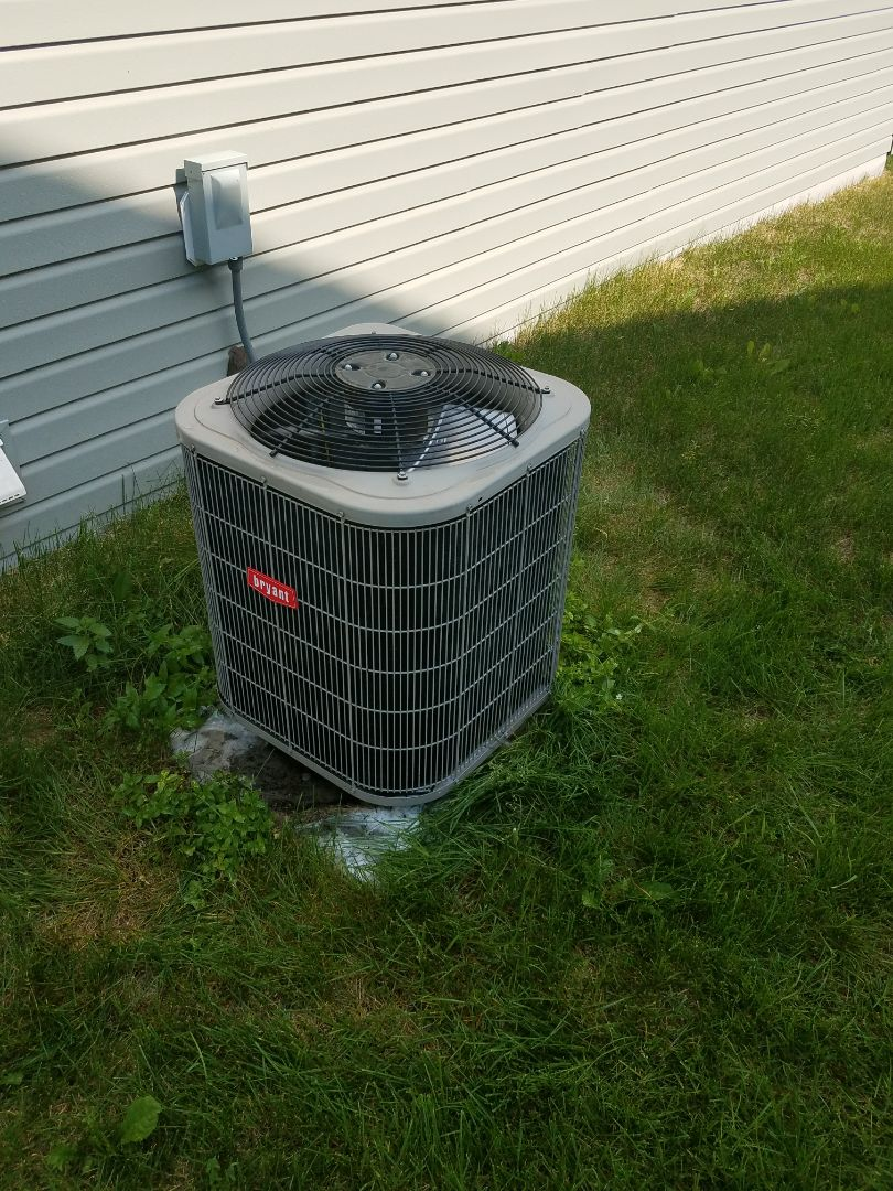 Hopkins, MN - A/C tune up on 2 condensing units in Minnetonka
