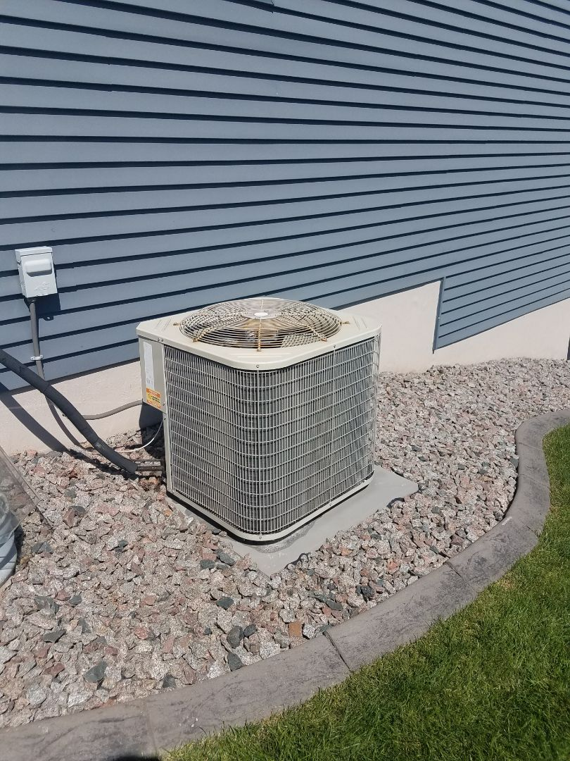 Loretto, MN - AC very low on refrigerant