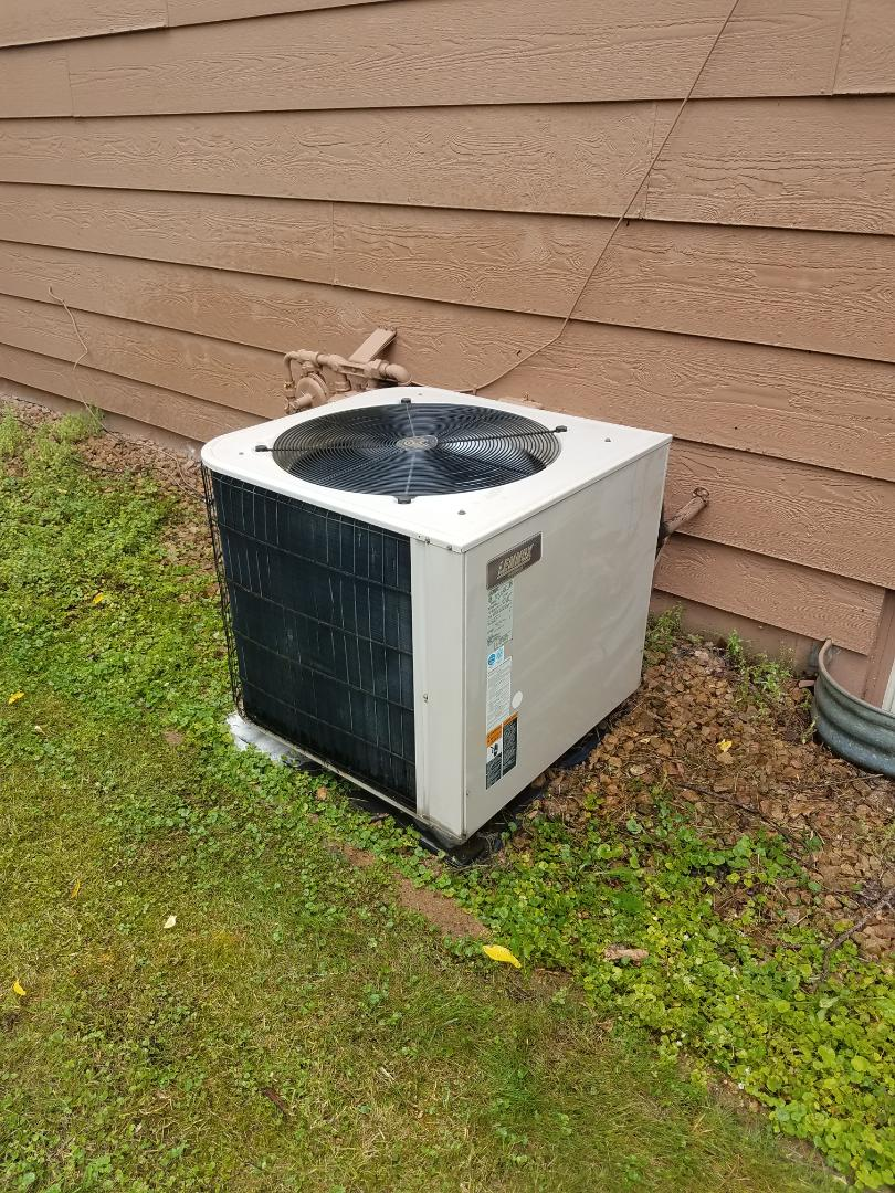 Otsego, MN - AC service. Performed a cleaning and tune up on a Lennox air conditioner.