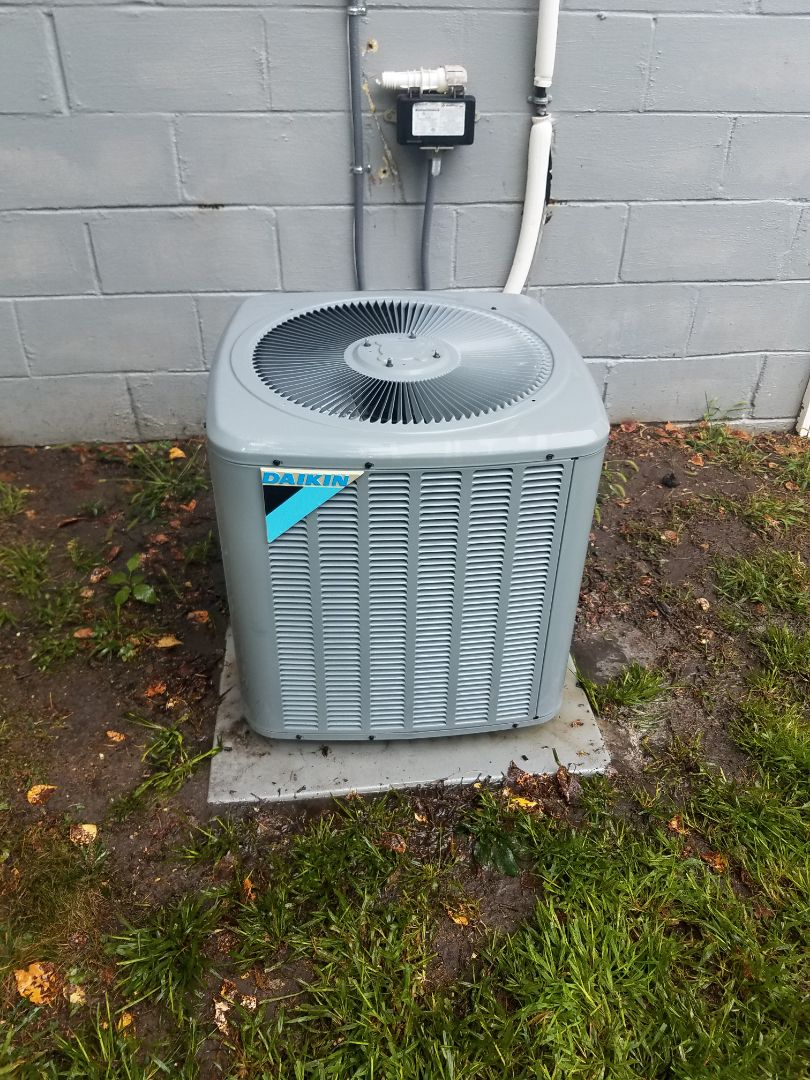 Bloomington, MN - Air conditioning tune up and cleaning on daikin air conditioner