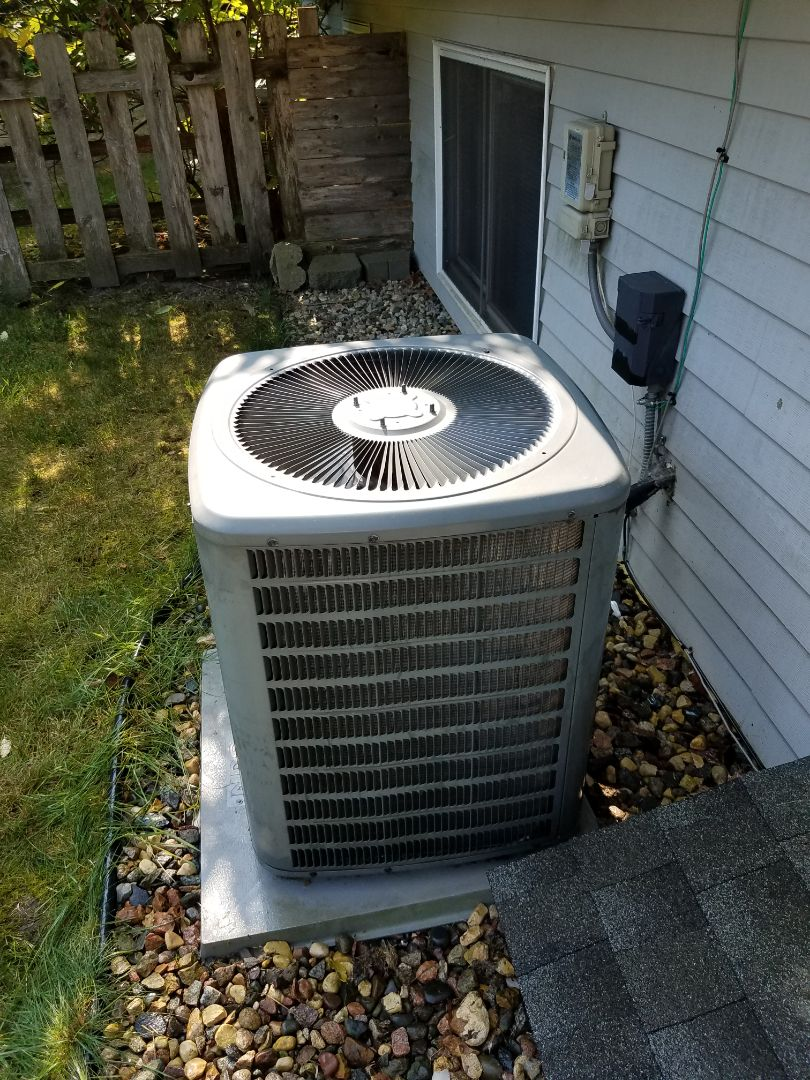 Rogers, MN - A/C tune up and clean on Goodman condenser unit in Wayzata