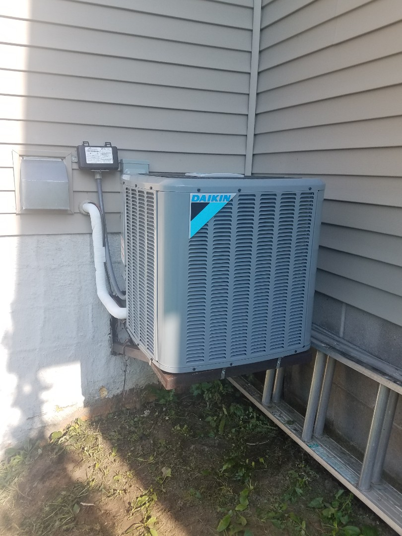 Eden Prairie, MN - Performed tune up and cleaning on Daikin AC