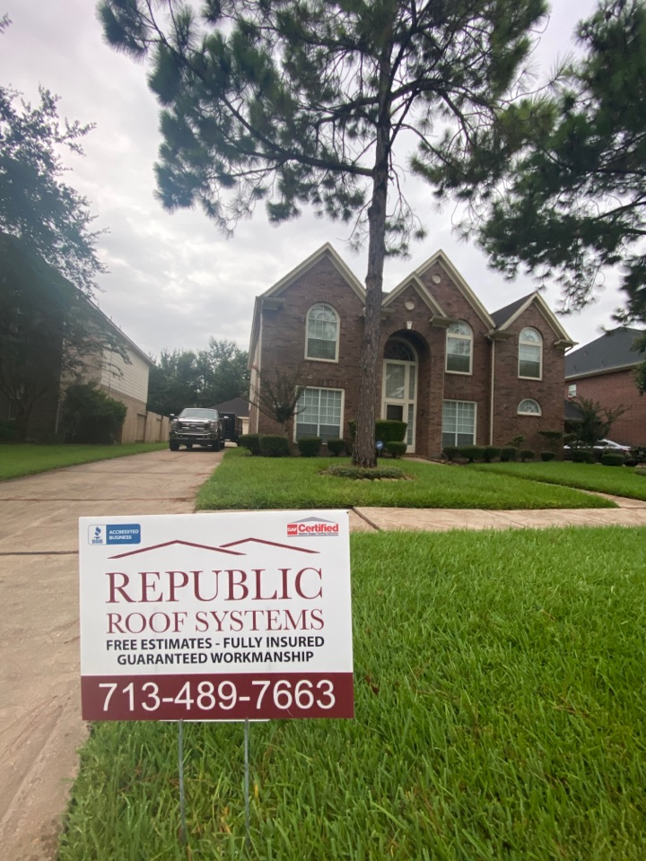 Pearland, TX - Rise and shine! Time for a Re-Roof!