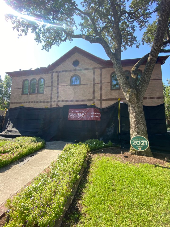 Houston, TX - Great day to put a roof on! This Catch All System we use, insures that we clear debri of any shrubbery or vegetation so that our customers can be left free of worries and nails!