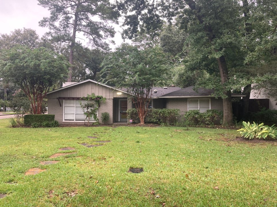 Houston, TX - Roof inspection this morning. Hi Lahore Village roofer. We will be preparing a roof proposal for roof replacement using GAF HDZ shingles.