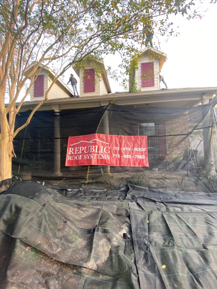 Spring, TX - Old roof coming off, new roof going up!
