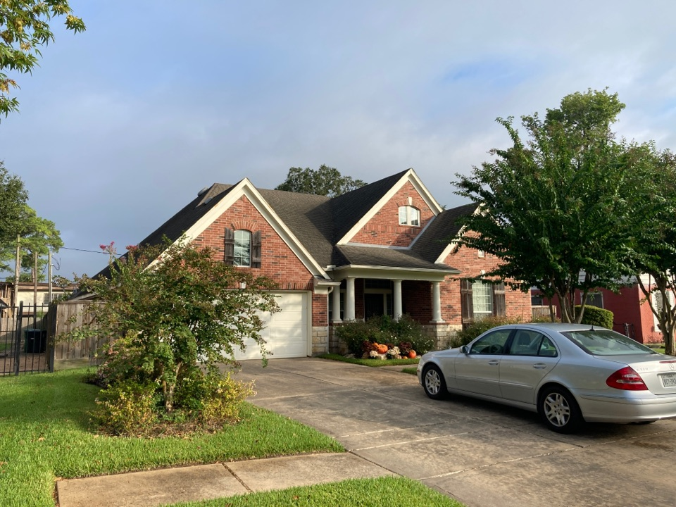 Houston, TX - Leaking roof flashing has led to interior sheetrock damage from the roof leak. We will perform a full roof inspection and prepare a roof repair estimate.