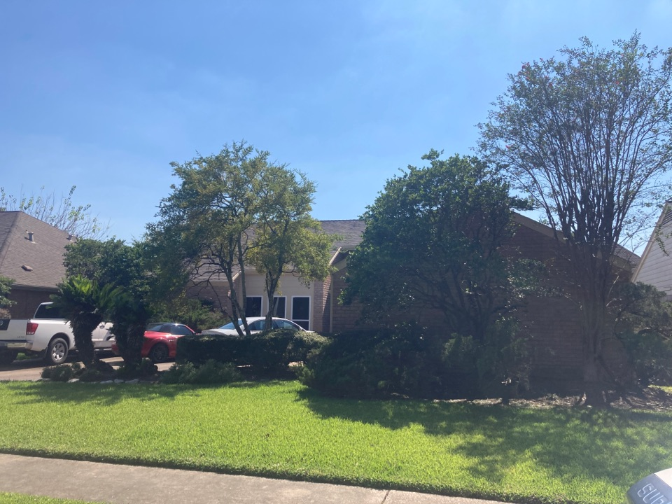 Houston, TX - Roof inspection for solan panel install. We will be preparing a roof replacement proposal so the roof can take new solar panels from Icon Power!