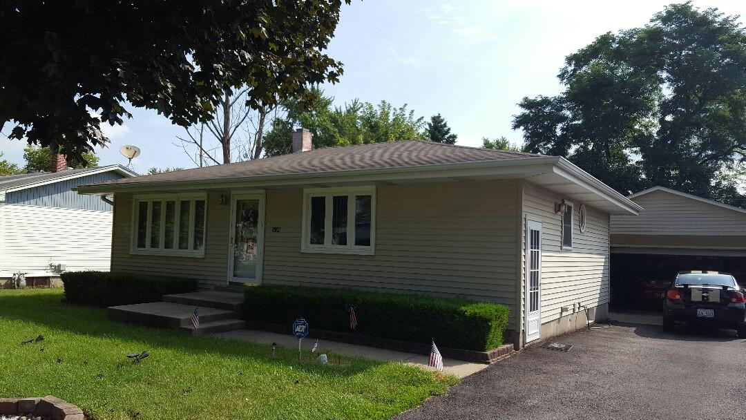 Montgomery, IL - Vinyl Siding repair and window repair