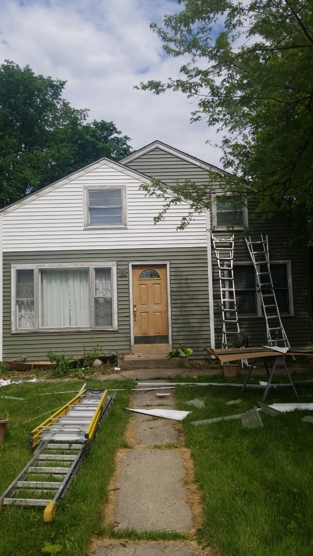 Downers Grove, IL - Two tone new vinyl siding