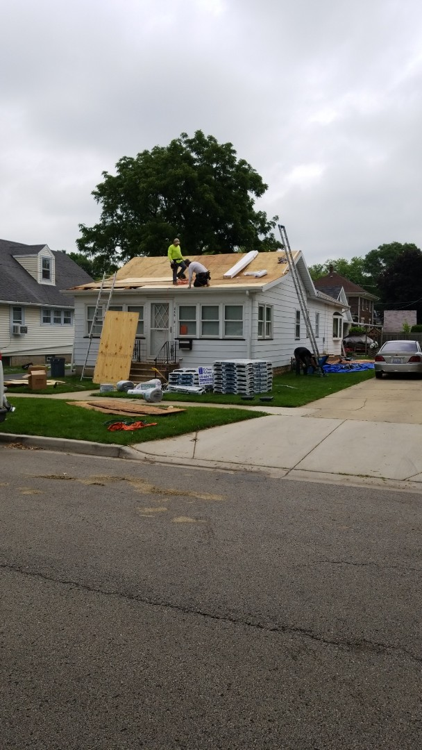 Aurora, IL - New iko cambridge roofing system starting today