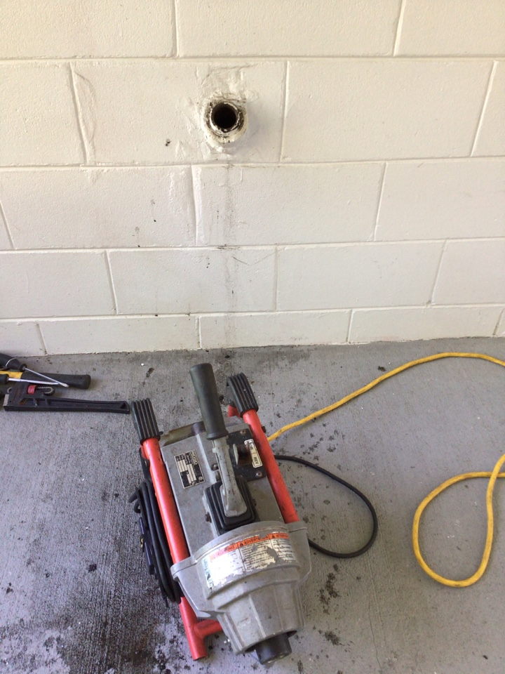 Eustis, FL - Client have laundry drain clogged, I cleaner the drain with my drain cleaner machine
