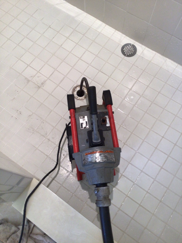 Winter Garden, FL - Client have shower drain clogged, and shower tub drain, I cleaner the drain with my drain cleaner machine.