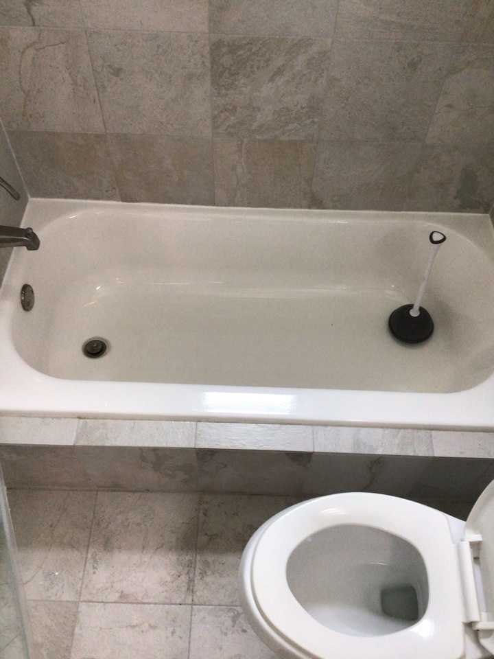Lake Mary, FL - Client have bathroom drain clogged, I cleaner with my drain cleaner machine.