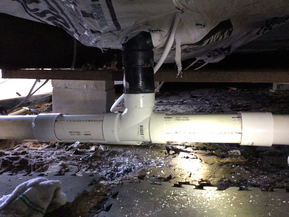 Orlando, FL - Client have water leak from the drain line (tee sanitary), i install new tee sanitary with two coupling and for this time everything is working properly and no have leak.