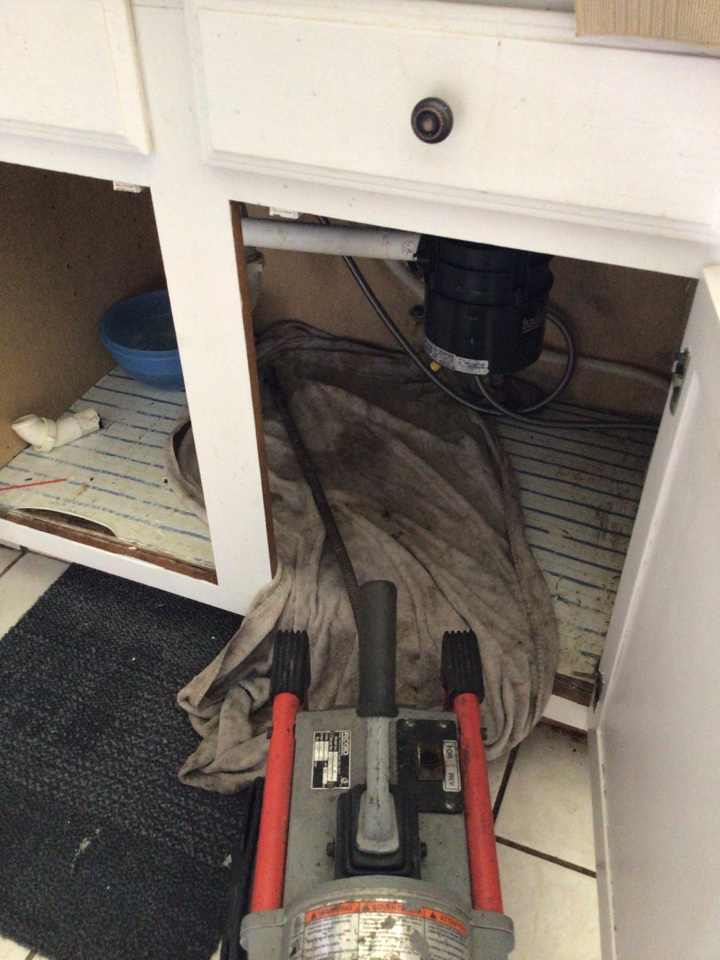 Orlando, FL - Client have kitchen sink clogged, I cleaner the drain with my drain cleaner machine.