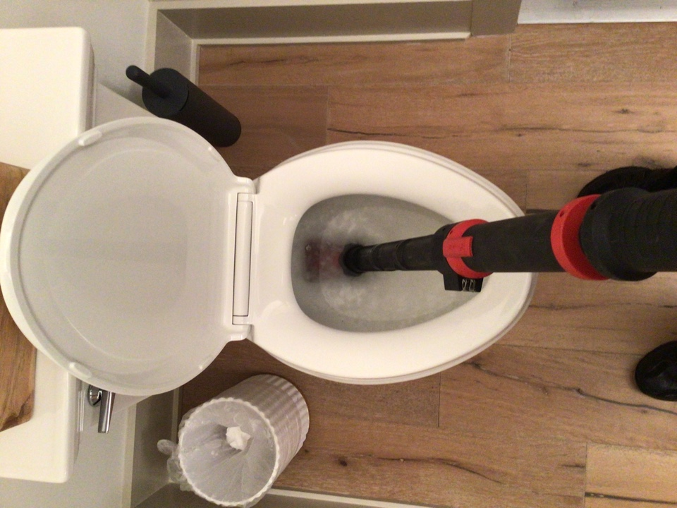 Winter Park, FL - Client have toilet clogged, i cleaner the toilet with my small snake.